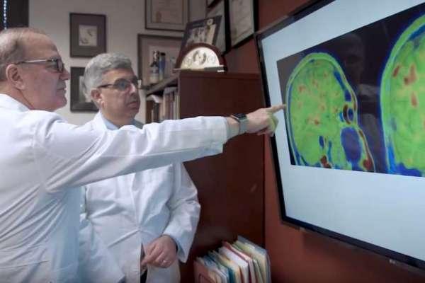 Drs. Dekosky and Jaffee looking at brain scans